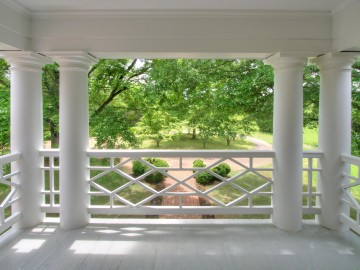 2nd floor balcony 5.25.11 021